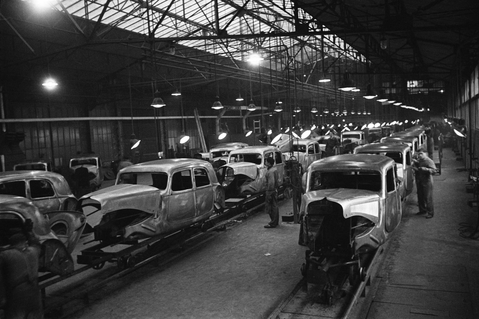 Traction production line in 1952